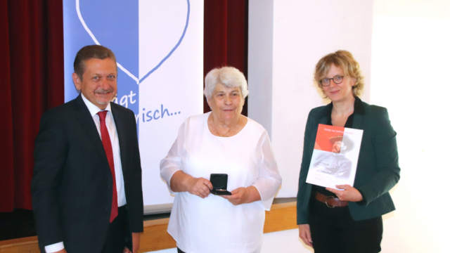 Bürgermeister Klaus Korneder, die langjährige zweite und dritte Bürgermeisterin Iris Habermann und Abgeordnete Natascha Kohnen